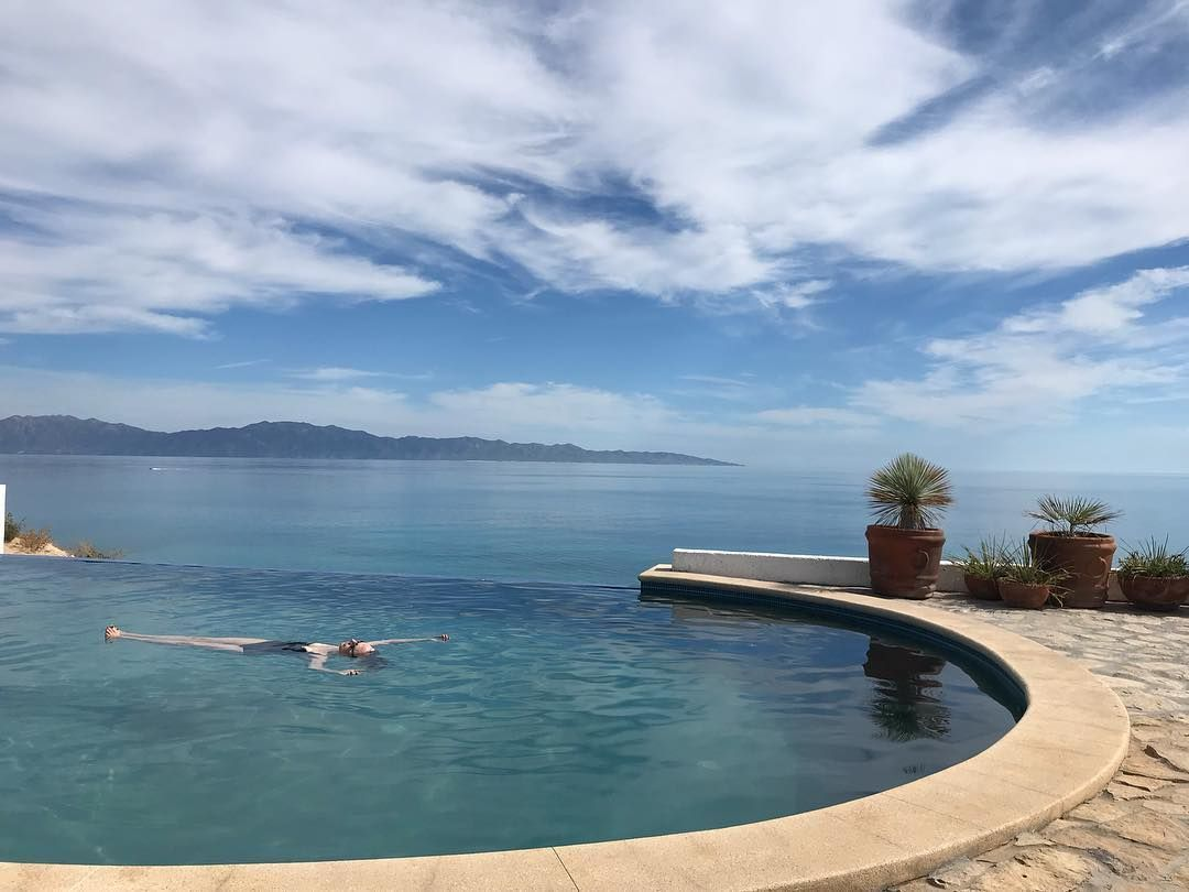Hang Out In The Pool And Watch The Sunset Over The Sea Of Cortez Pool Cool Pools Infinity Pool