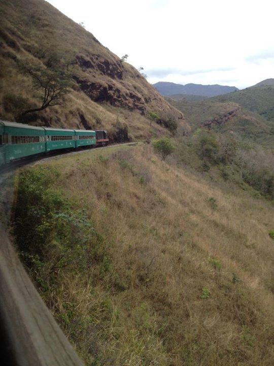 Um trem nas montanhas. Linha de ferro entre Ouro Preto a Mariana, Minas Gerais. Por Humberto Sales #MinasGerais #paisagem #trem #natureza #nature #picture #photo #fotografia #OuroPreto #Mariana