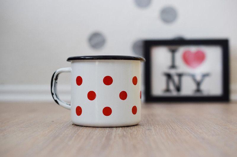 Pünktchenbecher in rot&weiß von    Vintage ♥ Glück  auf DaWanda.com