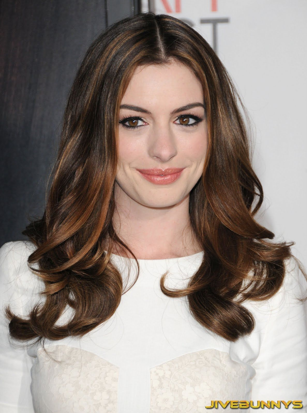 Anne Hathaway Dyes Hair Brunette Anne Hathaway Dyes Hair Brunette new pictures