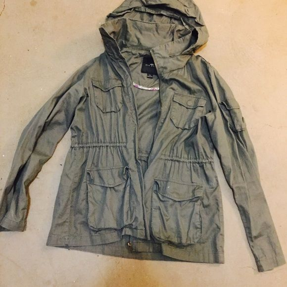 4c9727775faa Military Olive Green Jacket •Utility Jacket •Four front pockets •Small  pocket on one shoulder •Zipper compartment for hood •Used but it s still in  good ...