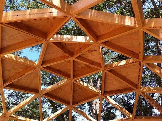 La versatilidad de la madera aplicada en un domo for Mueblerias famosas