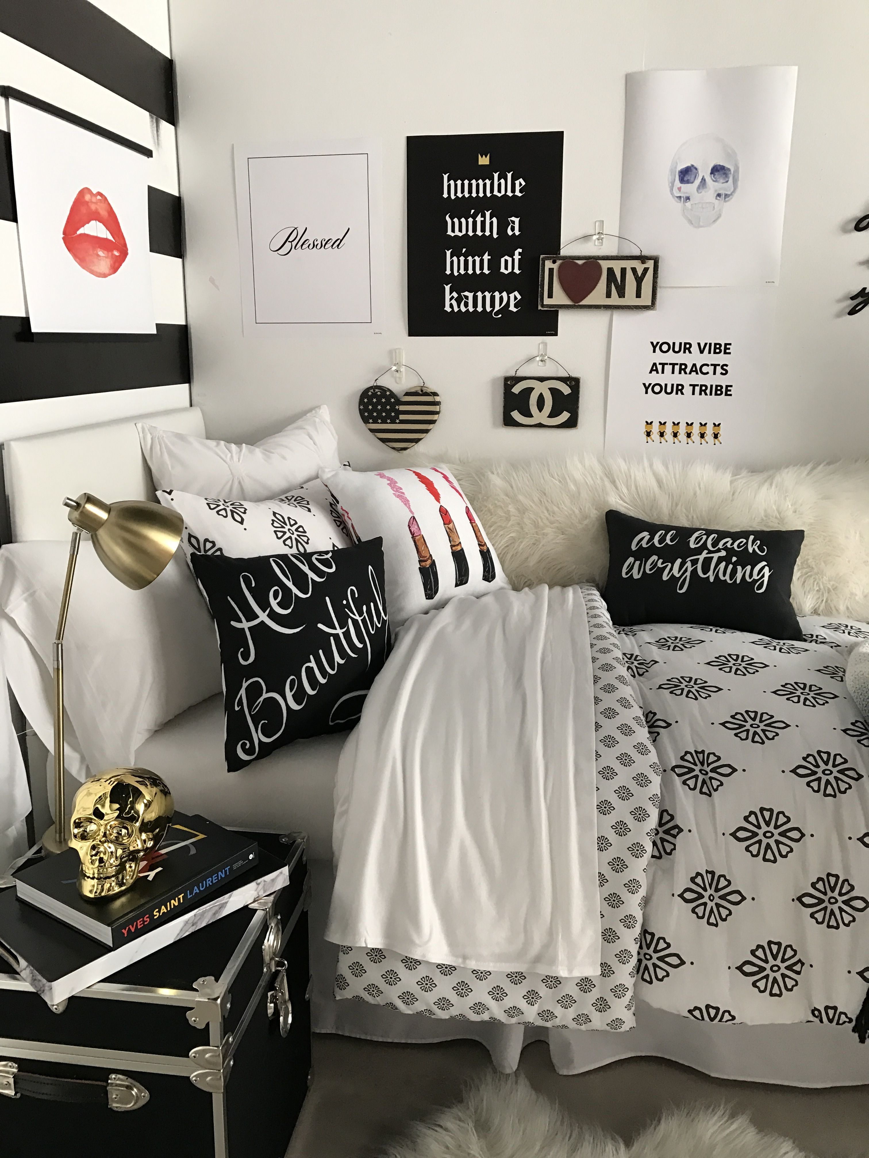 Livre Chanel Deco Fashion Night In Shop This Look On Dormify Dorm