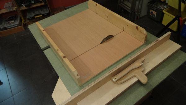 Petite Scie Sous Table Modeste Par Vic66 Avec Images Table Scie Brico Deco