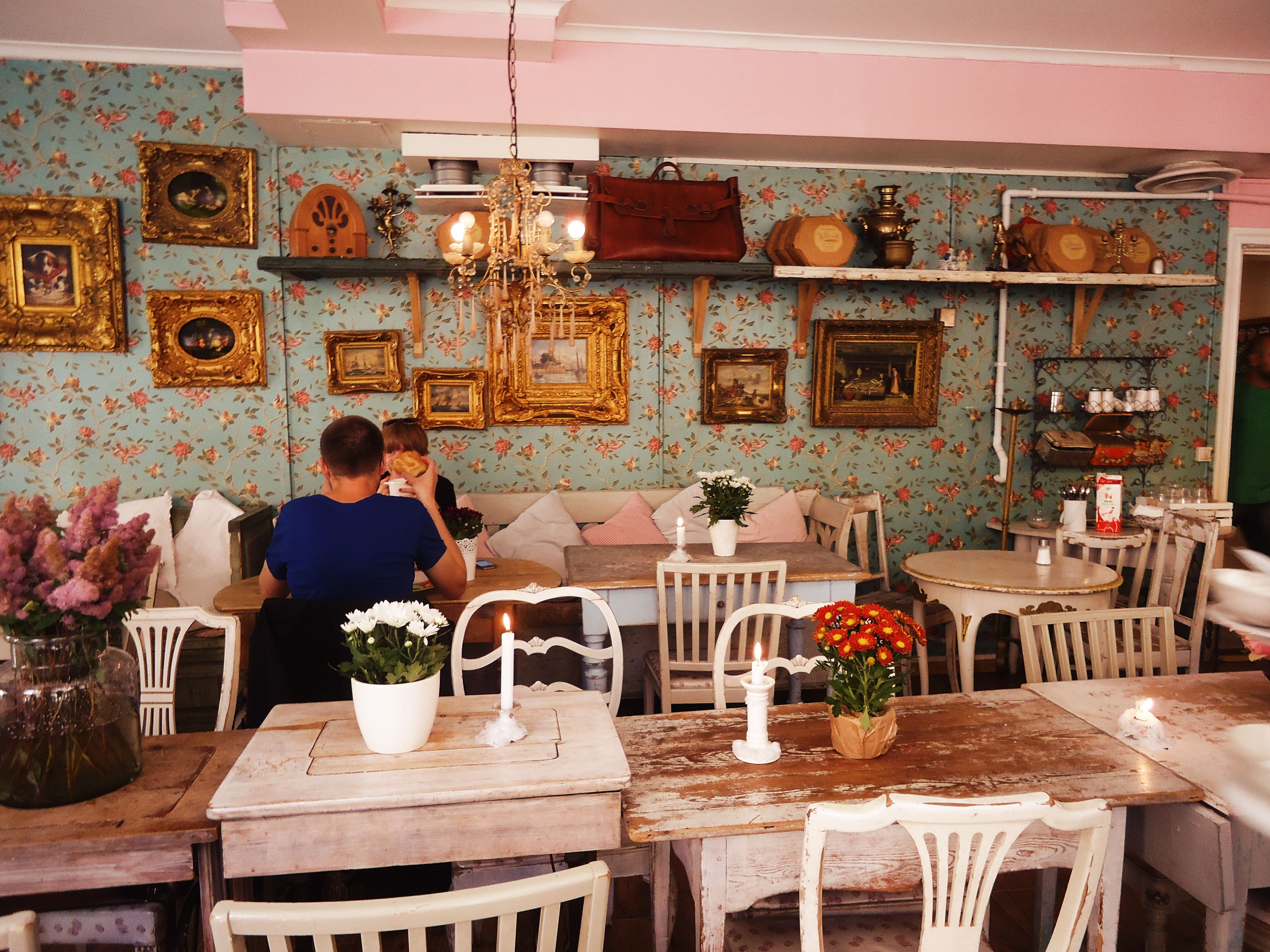 ina vintage caf繝筰 quirky kitsch interior cafe pinterest