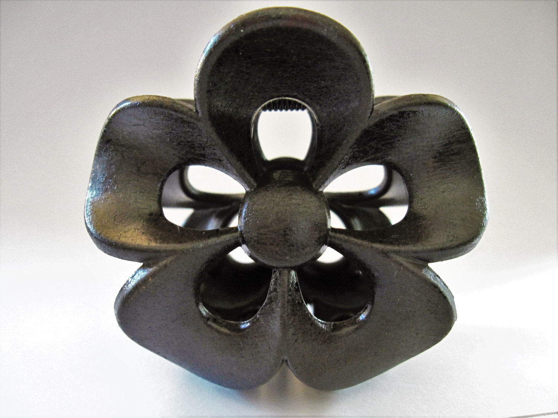 14.95$  Watch here - http://vikhq.justgood.pw/vig/item.php?t=j7ev3y6932 - Faux dark espresso wood large flower hair claw clip