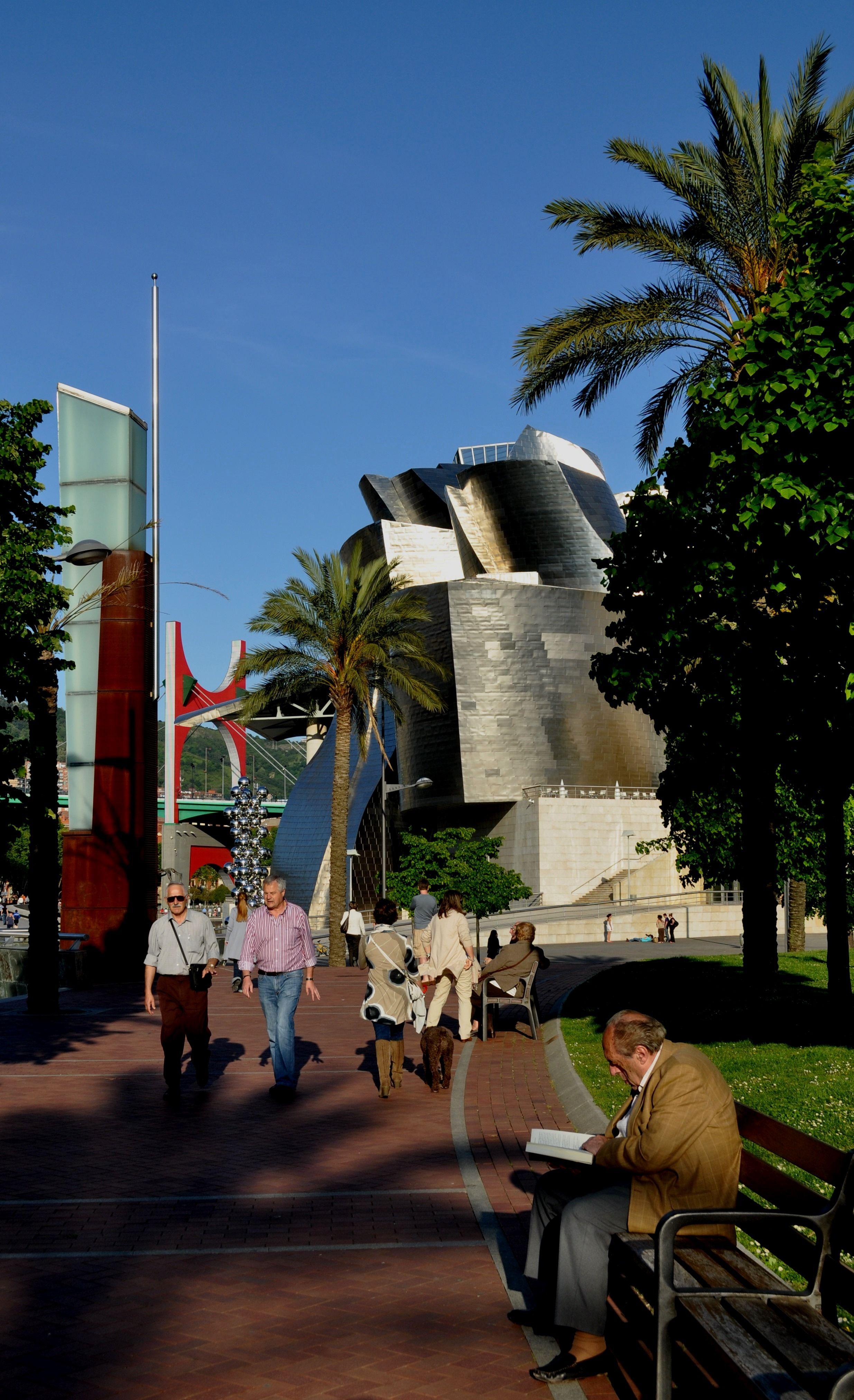 Cerca del Guggenheim