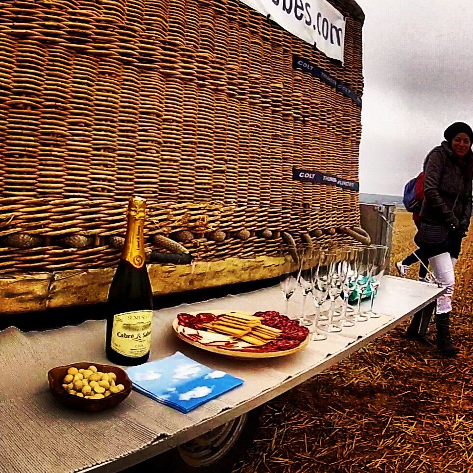 ¿De dónde proviene la tradición de abrir una botella de champagne después de cada vuelo?  http://www.facebook.com/siempreenlasnubes.volarenglobo  Más información y reservas para volar en:  http://www.siempreenlasnubes.com/