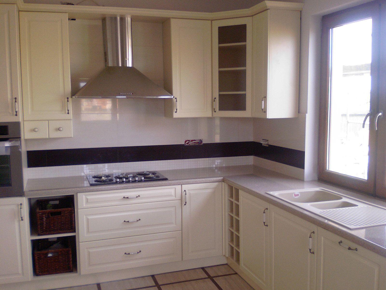 Kuchnia Zlew Pod Oknem Szukaj W Google Kitchen Kitchen Cabinets Home Decor