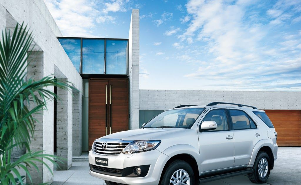 White Fortuner Car Hd Wallpaper In 2020 Car Hd New Model Car Car
