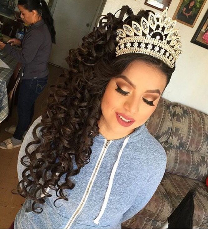Quinceanera Hairstyles Impressive Hair And Crown I Want  Paris Xv And Quinceanera Dresses  Pinterest