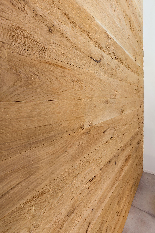 Das Josefsbrett Eiche Profilholz Chalet Ist Eine Preisgunstige Alternative Zu Echtem Alth Mit Bildern Wandverkleidung Holz Wand Mit Holz Verkleiden Altholz Wandverkleidung