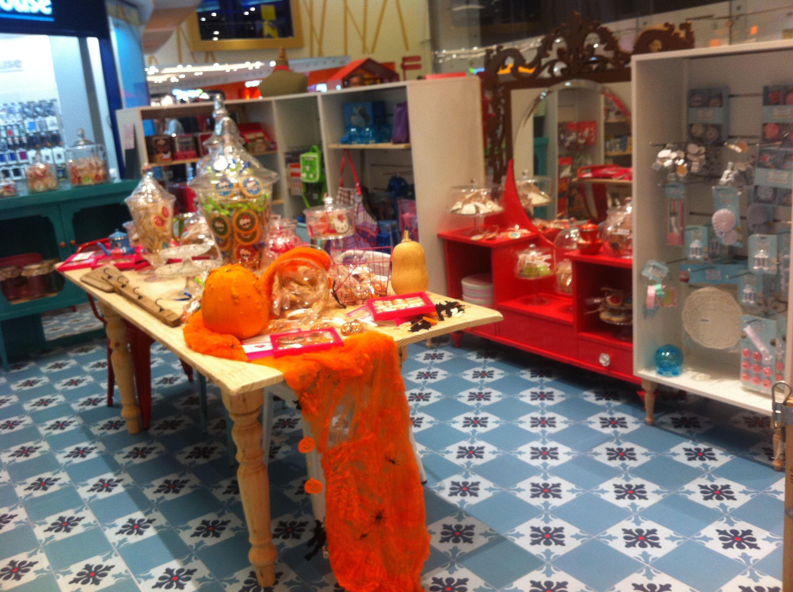 Interior stand cookies deco pinterest tiendas especializadas y decoraci n retro - Decoracion interior caravanas ...