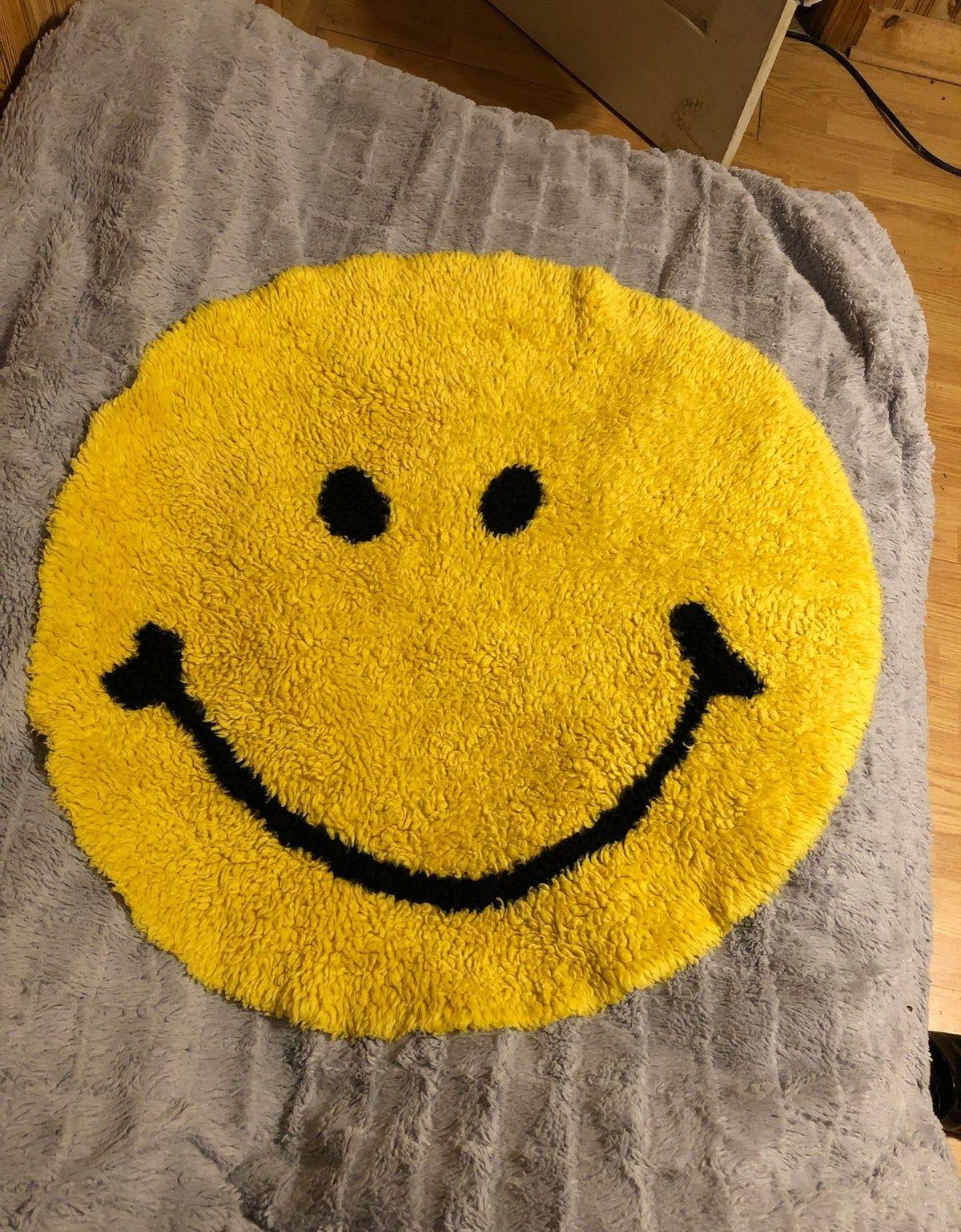 Smiley Face Rug Rug Hooking Designs Funky Rugs Cool Rugs