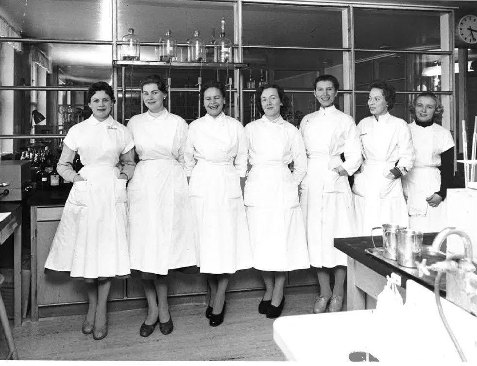 Laboratorion tytöt.