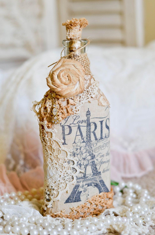 Нежная винтажная отделка стеклянной бутылки с элементами декупажа