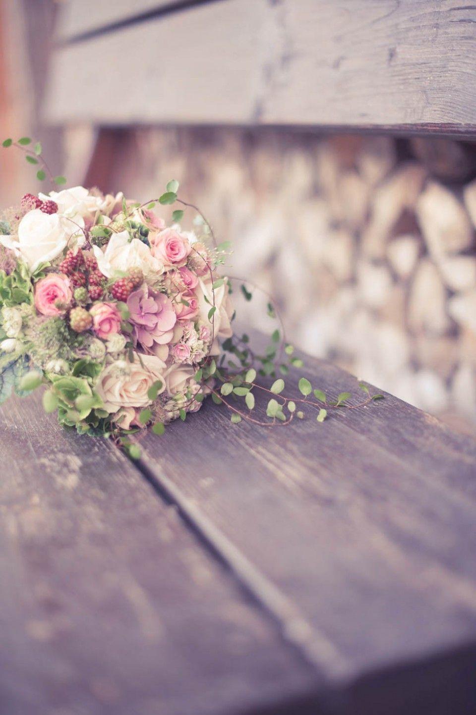 Romantische Kitzbhel Hochzeit und ein Alexander McQueen Kleid  Hochzeit  Blumenstrau