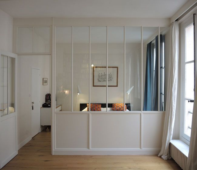 Photo of trennung durch ein glasdach zwischen schlafzimmer und wohnzimmer in einer wohnung … – Christin Freud
