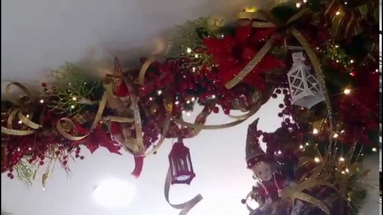 Decoración con guirnaldas navideñas rojo y dorado guirnaldas