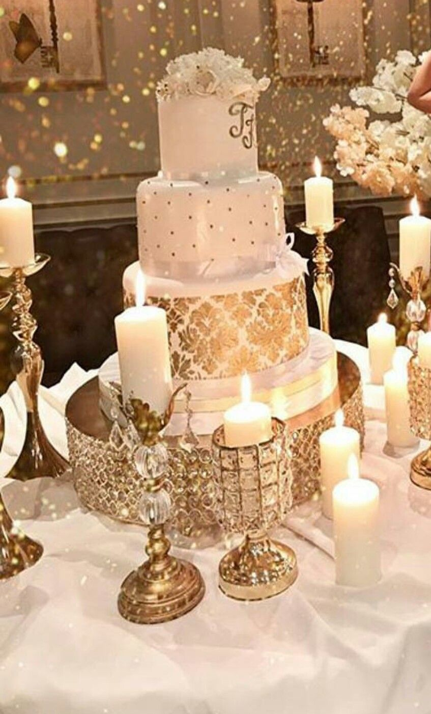 Wedding cake table decor ideas  Cake table decor Switch large candles for Eiffel towers  mesa de