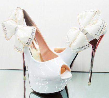 sapatos para noivas branco com laço e pedrinhas