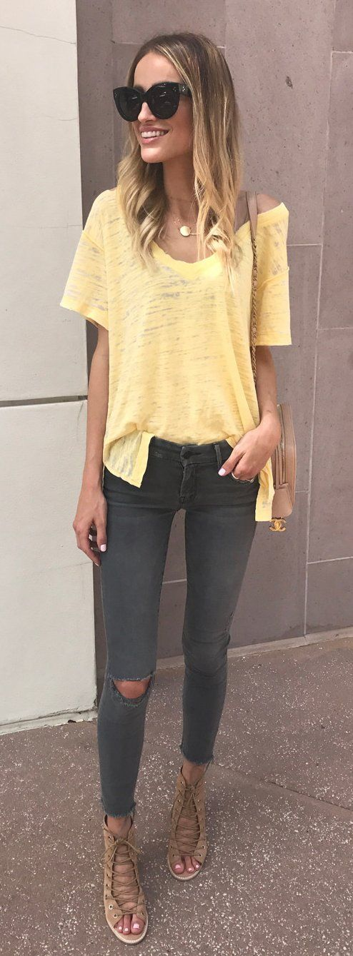 summer outfits yellow tee  dark destroyed skinny jeans
