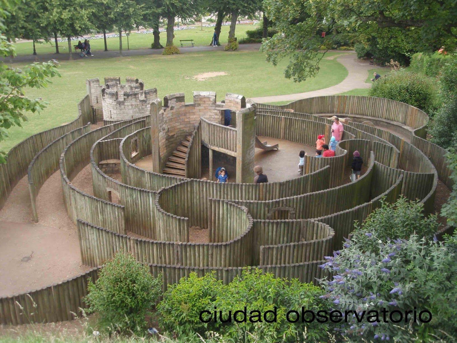 laberinto para petits ciudadanos en Canterbury | Patio exterior de recreo,  Parques infantiles y Parques infantiles naturales