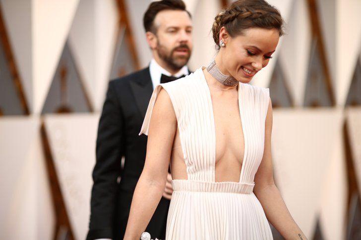 Pin for Later: Die besten Fotos der Oscars sind entstanden, wenn die Stars mal nicht gezwungen posieren Jason Sudeikis und Olivia Wilde