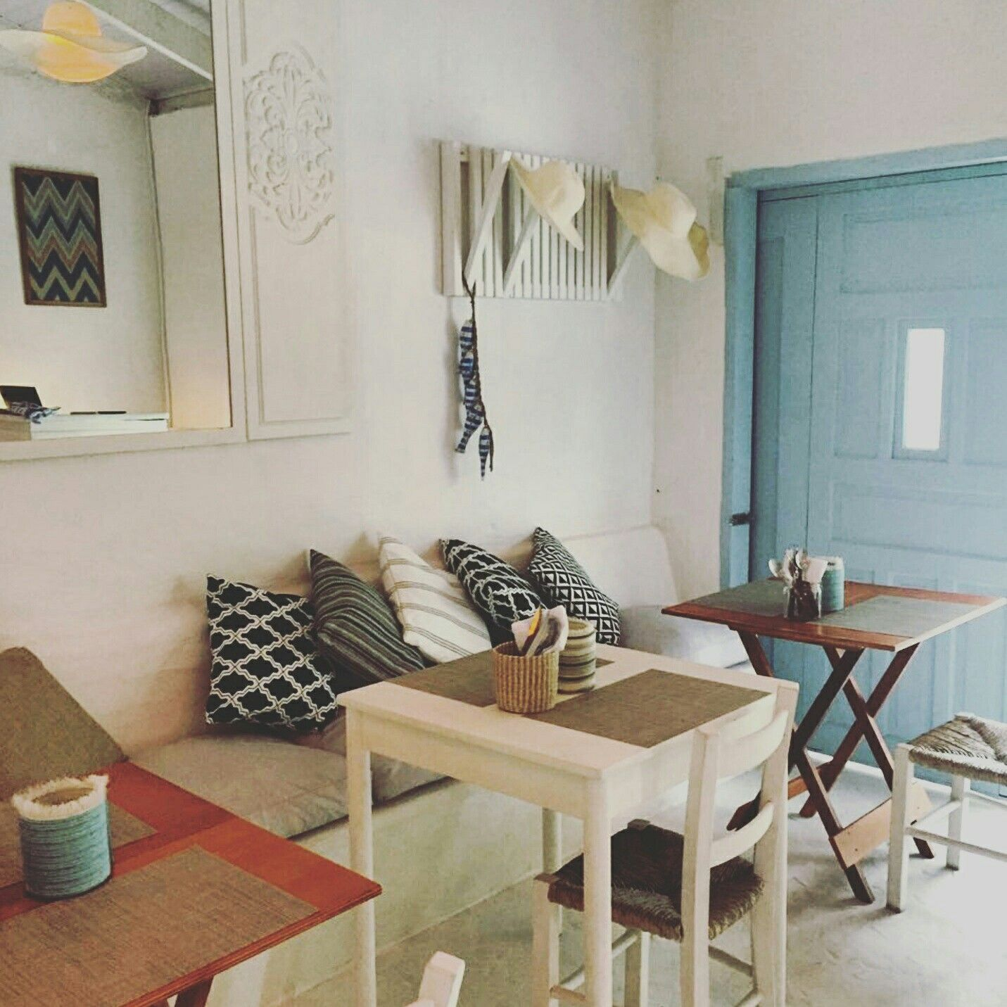 1940s Mission Style House Gets Brilliant Transformation In: Pin De Galeria Ela Garimpô Em Lambisgoia Bar Ilhabela