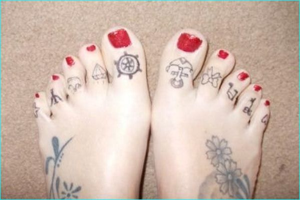 15 Terrific And Tiny Toe Tattoos Toe Tattoos Small Tattoos For Guys Foot Tattoos