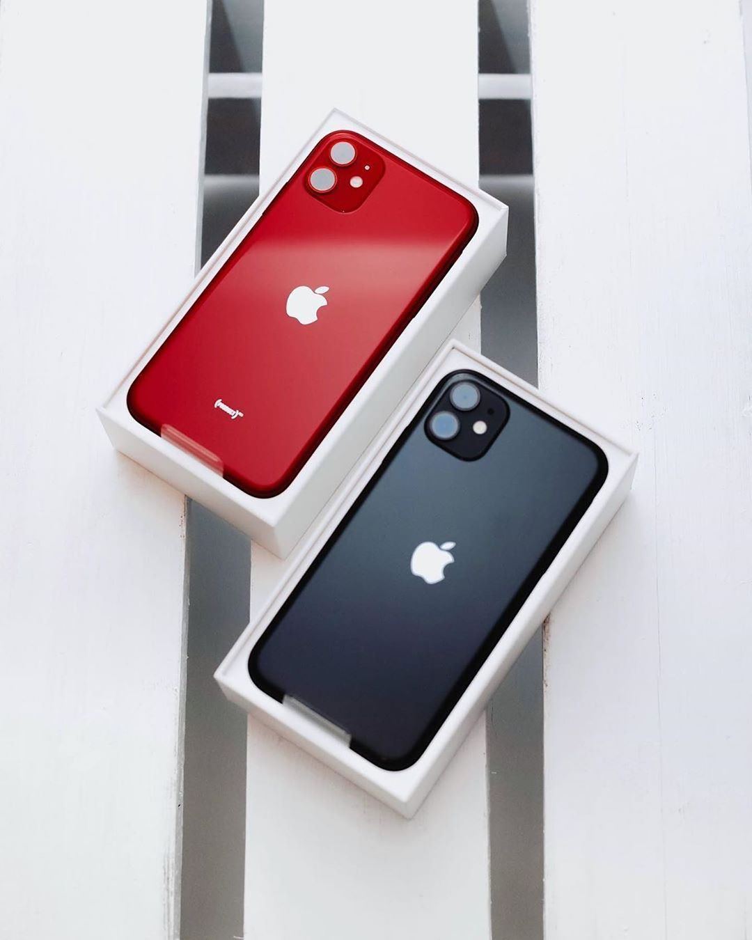 Appledsign On Instagram Product Red Or Black Iphone 11 Source Bengeskin Apple Iphone11 Apple Iphone Accessories Iphone Apple Products