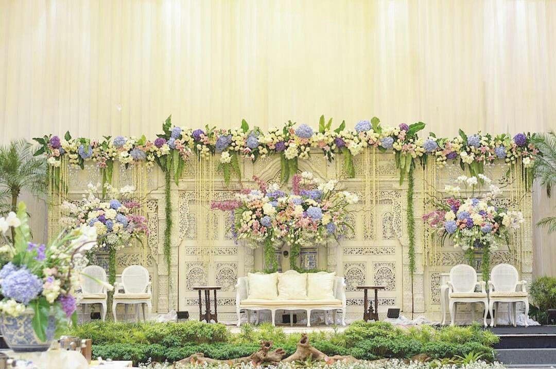Dekorasi Pelaminan Gebyok Putih Gading Bunga Wed Di 2019