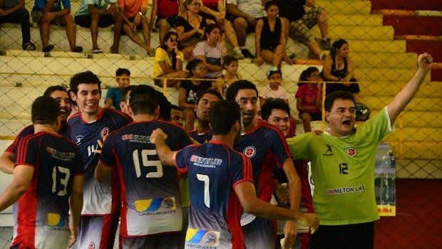 Nilton Lins fatura título de Handebol Masculino, em Manaus  http://portalamazonia.com/detalhe/noticia/nilton-lins-fatura-titulo-de-handebol-masculino-em-manaus/?cHash=ef90476f1284760f6030953ac8de3eae