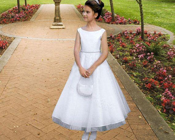 5d7ca72e5fa09 Robe Première Communion fille robe blanche en satin et tullepour cérémonie  communion ou confirmation 2-14 ans