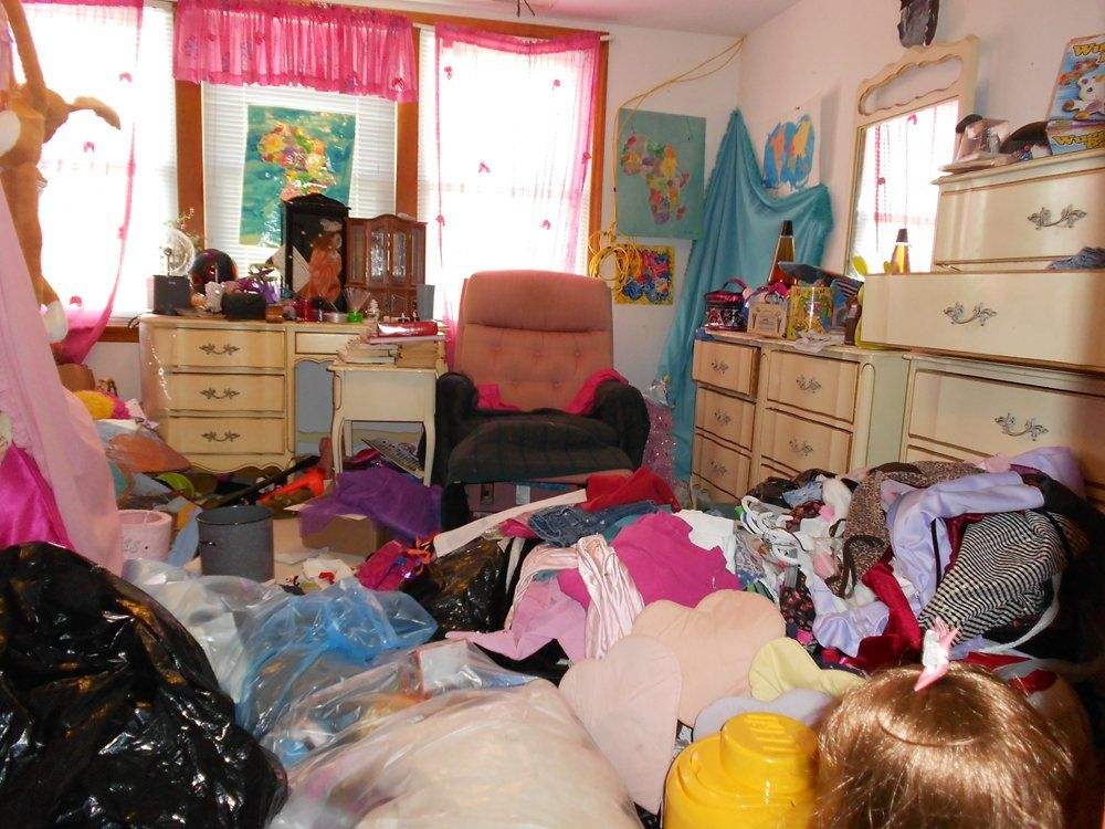 Girls messy bedroom google search messy bedrooms like for Bedroom ideas 8 year old boy