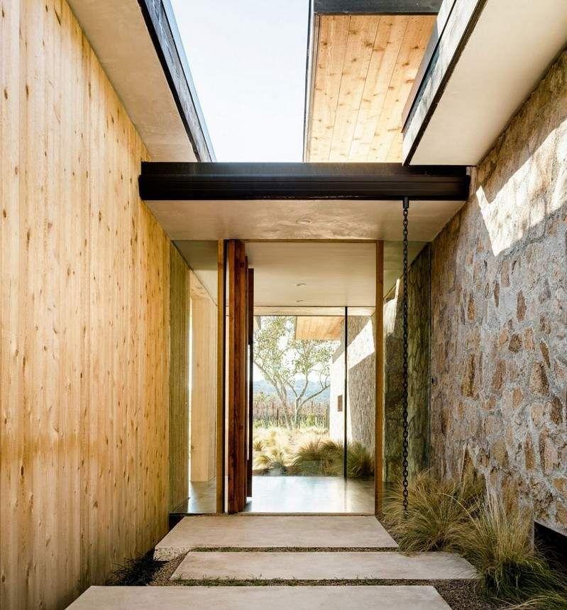 Pierre et bois dans une maison moderne californienne