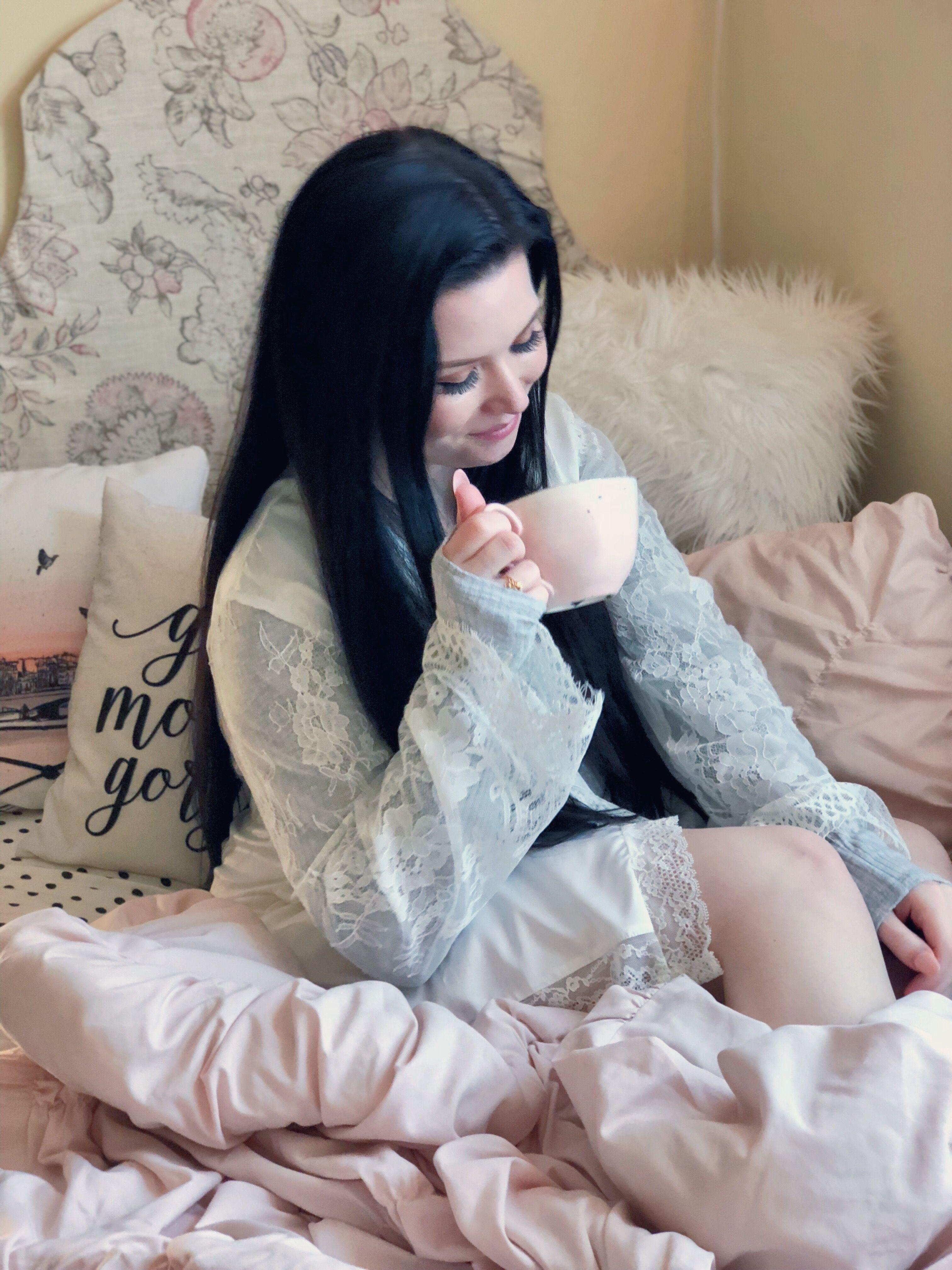 8555b7c11176 Meet the girl behind the blog!  blog  blogger  pose  posing  candid  cozy   bed  tea  coffee  pjs  pajamas  pillows  blankets  lifestyleblogger ...