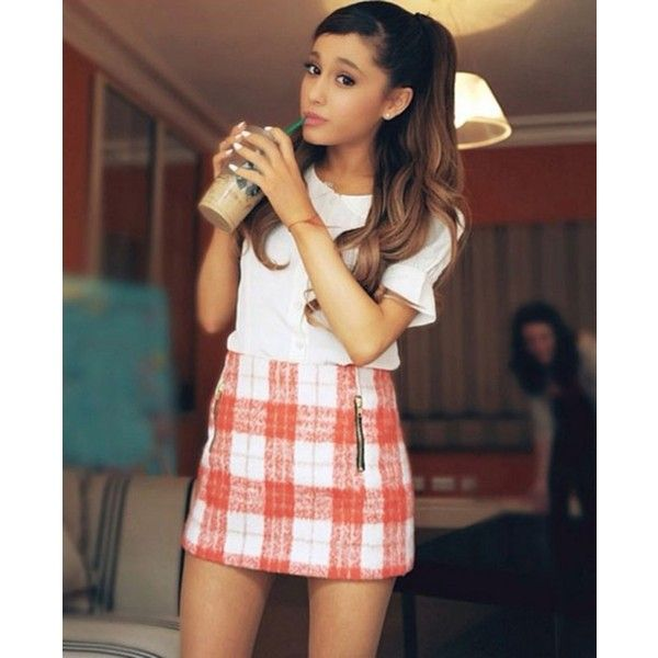 This Is What Happens When You See Ariana Grande at Starbucks... ❤ liked on Polyvore featuring ariana grande, people, ariana, pictures and girls
