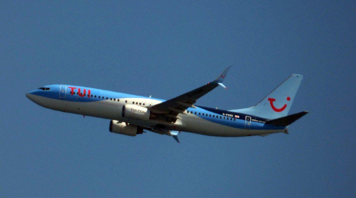 Canary Islands Spotting....Spotters..Aviones : G-FDZE - Boeing 737-8K5  @ThomsonAirways_ #Fuertev...