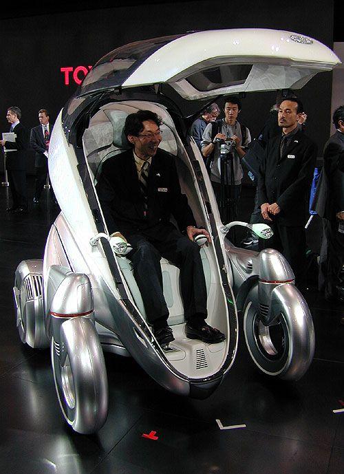 해외/도요타의 1인용 자동차입니다. 귀여운디자인에 실내는 매우안락해보입니다. 미래를 담은 디자인이 인상깊었습니다.