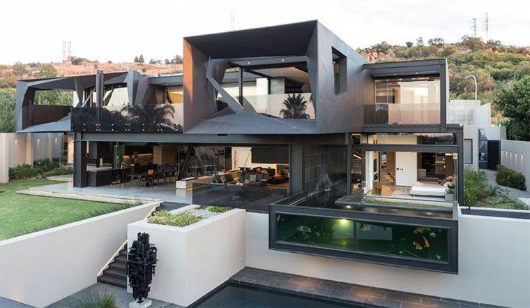 In Südafrika steht dieser Feuchte Traum eines Architekten aus dunklem Stahl, dynamischen Formen und jeder Menge Freiraum. Das Architektur-Büro Nico van der Meulen hat erstklassige Arbeit geleistet, ein besonderes Design derart Innen (mit Unterstützung von M Square Lifestyle) wie Aussen zu schaffen, dass es in sich schlüssig erscheint. Der Hammer! Mehr Bilder zum 1100 Quadratmeter [ ]