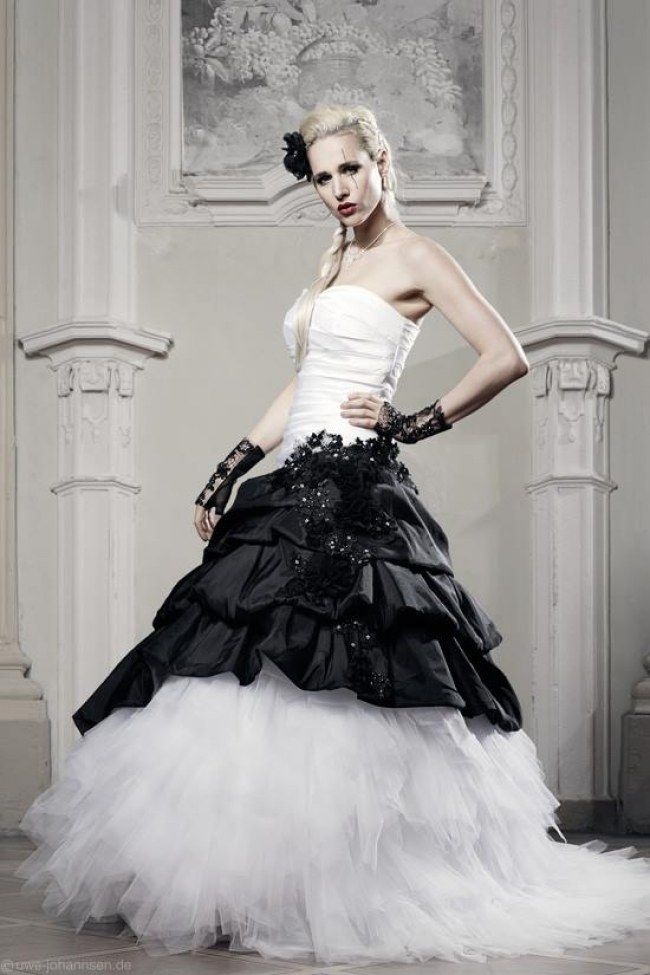 ac00a0e8049f Pastell, Rot & Schwarz sind das neue Weiß: Farbige Brautkleider für ...