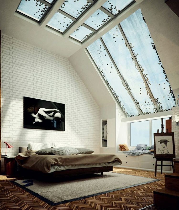 Schlafzimmer mit hoher decke parkett ziegelwand und - Schlafzimmer decke ...