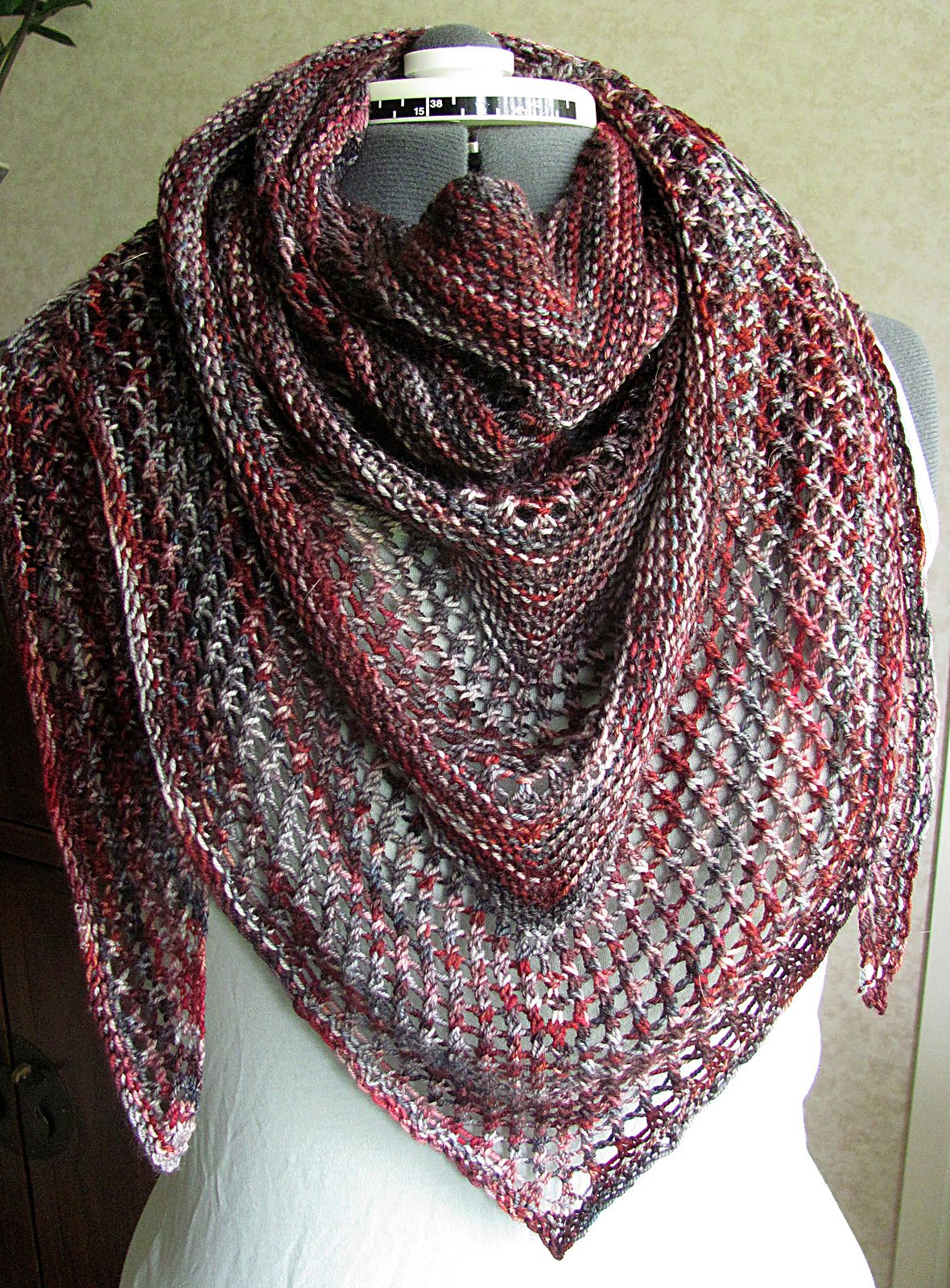 Reyna Shawl By Noora Laivola - Free Knitted Pattern