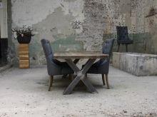 Eiken tafel met metalen kruispoot