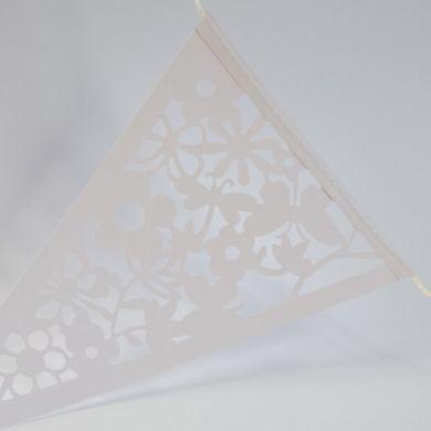 Ook leuk bij @bollieboom! Witte vlaggenlijn met uitgesneden bloemen