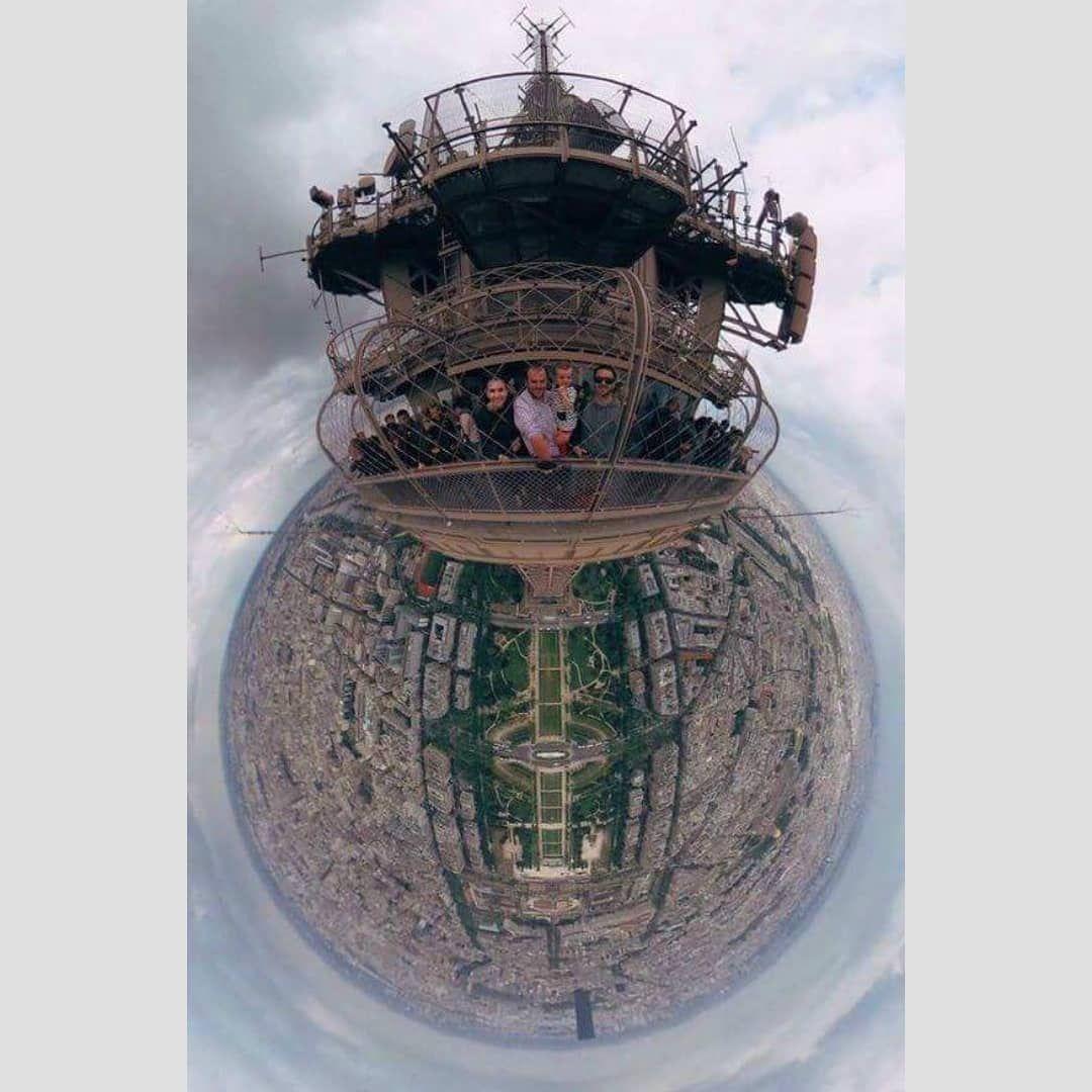 صورة من أعلى قمة برج ايفل بزاوية 360 درجة شوفوا كيف الكرة الارضية كلها واضحة منظر رهيب سبحانك رب Funny Pictures Pictures Instagram Posts