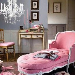 fabulous pink fainting couch - so Marie Antoinette!