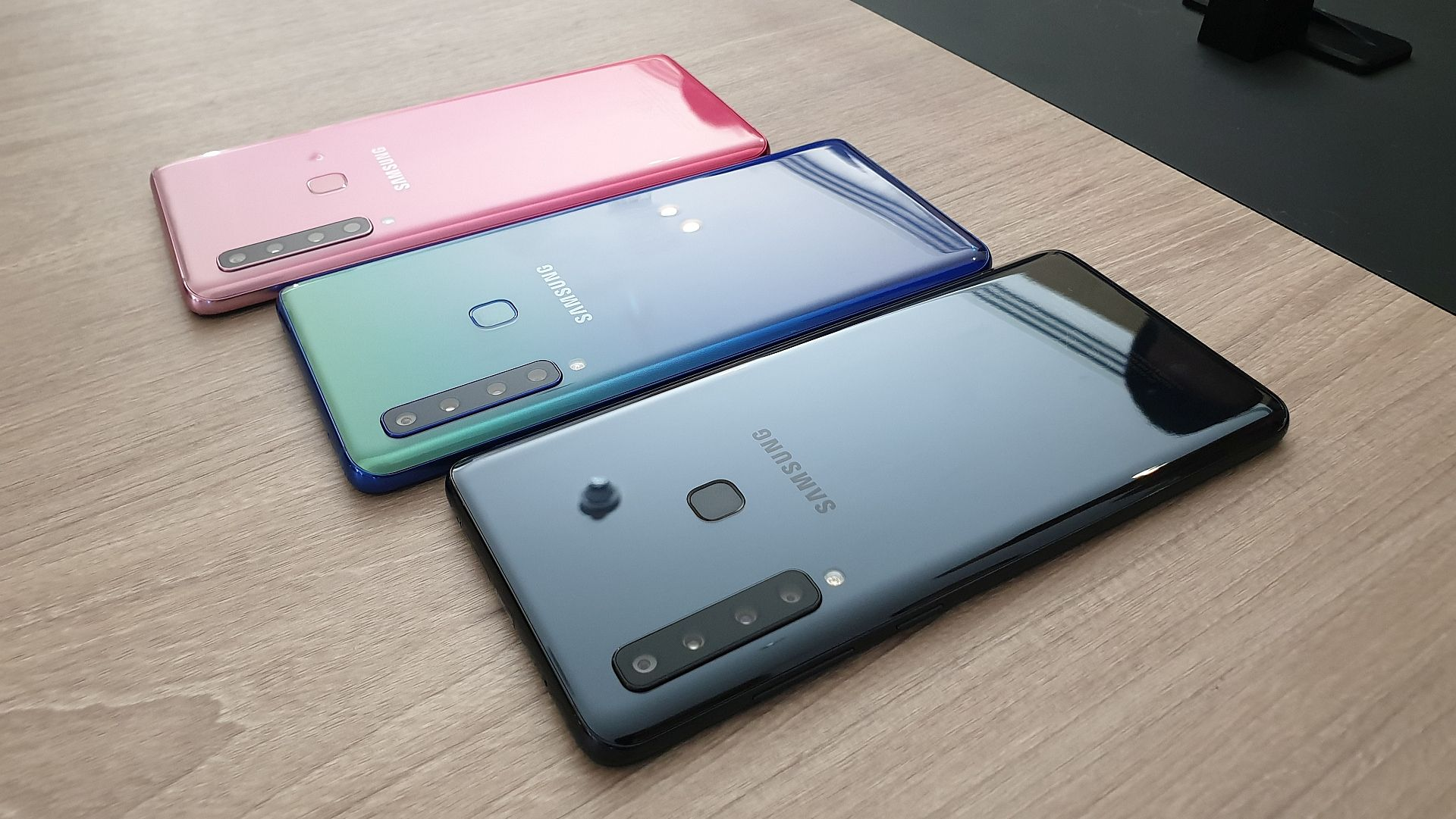 I hope Samsung's smartphone design doesn't stop being