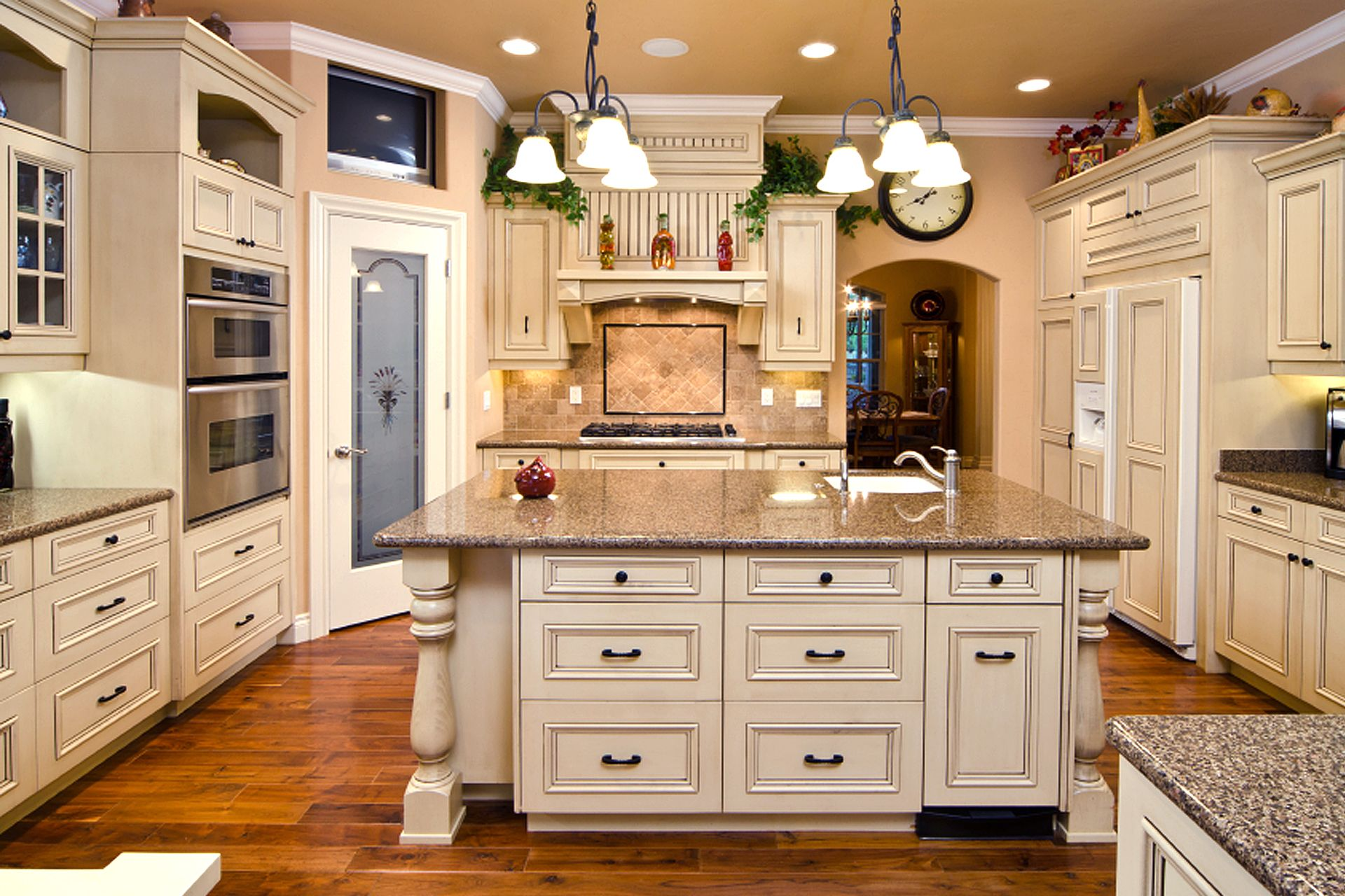 Kitchens With Images Antique White Kitchen Classic Kitchen Cabinets Antique White Kitchen Cabinets